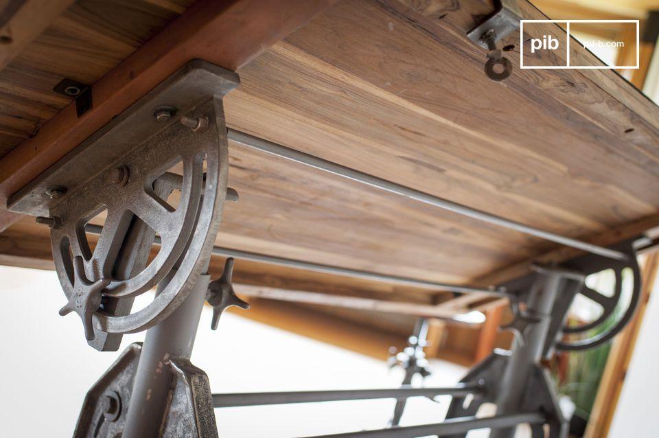 Ce bois massif est issu d\'anciennes constructions en bois ou d\'anciens bateaux