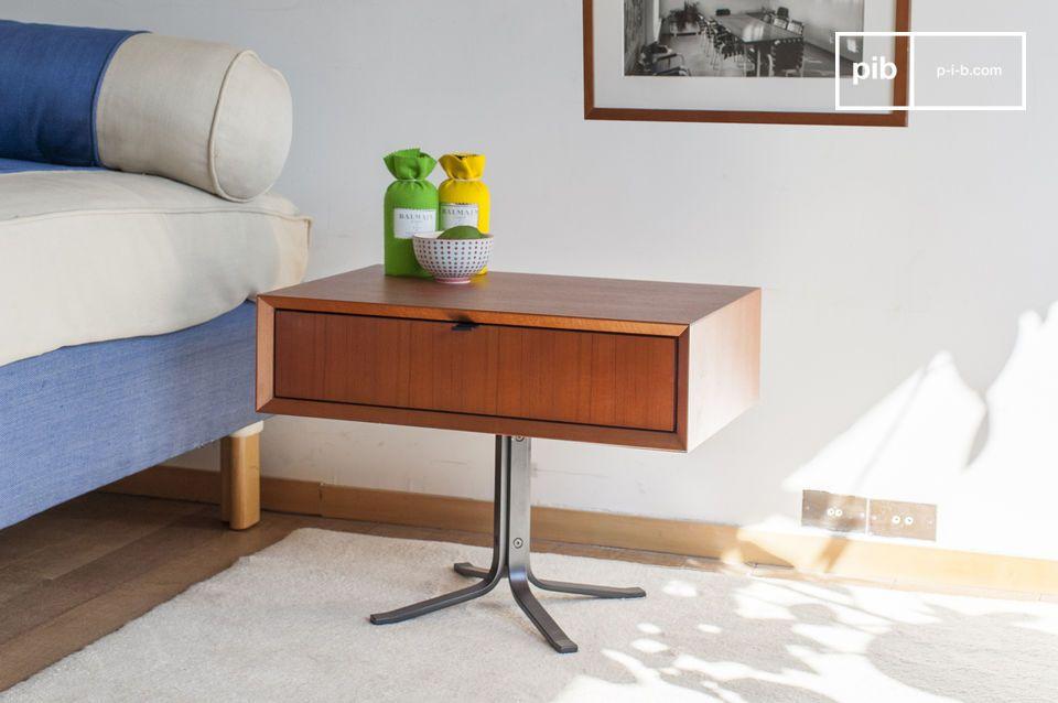 Une table de chevet à l'élégance rétro des années 50