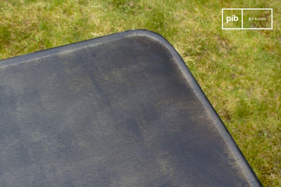 Table pliante 100% métal, légèrement patinée