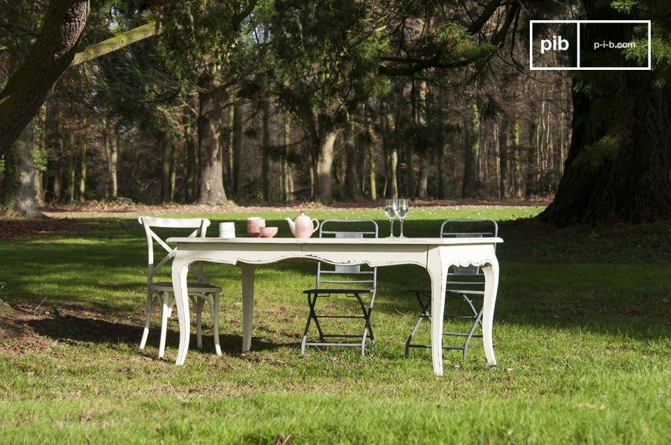Une table romantique extensible pour les grandes occasions