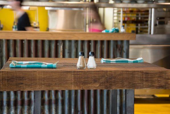 Table de repas en bois massif épais