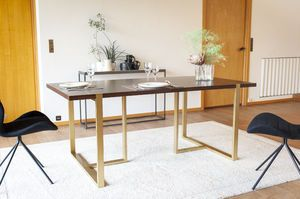 Table de repas en noyer Neutra