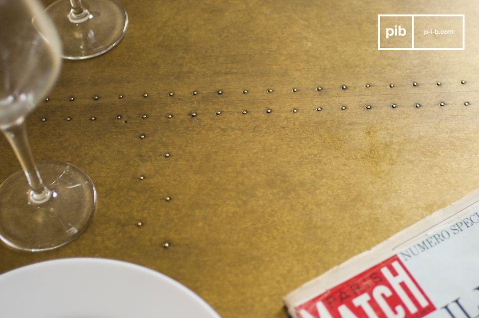 Le plateau de la table Liverpool est réalisé en chêne