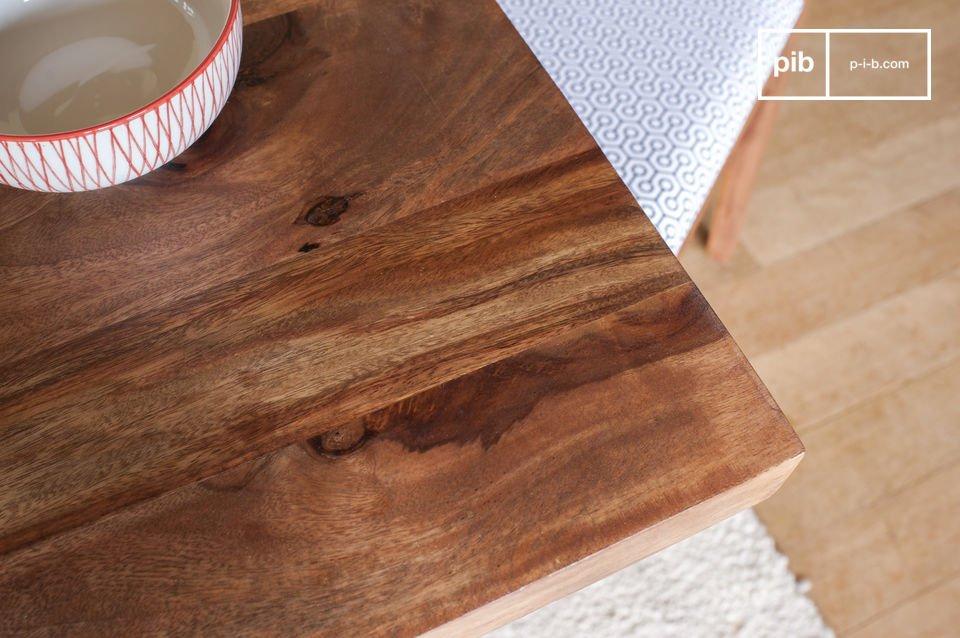 La table de repas Mabillon joue la carte de la légèreté avec un piétement métallique discret