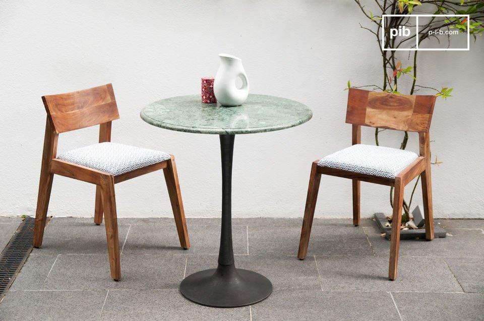 La table à manger Marble est une table de repas dotée d\'un pied \