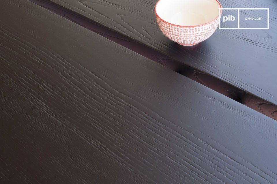 La table à manger Osaka est dotée d\'un épais plateau en frêne teinté