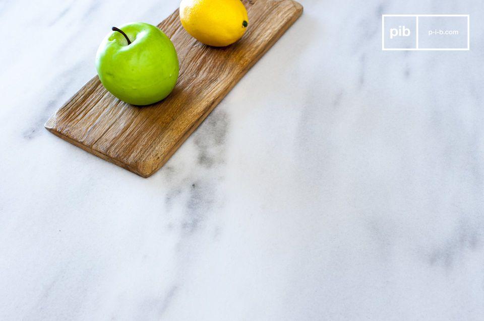La grande table de repas Gällo est constituée d\'un immense plateau en marbre épais de style