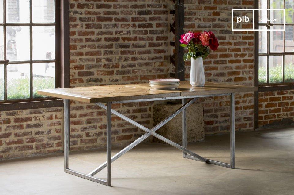 Le plateau de la table Queens a intégralement été réalisé avec des lames de chêne massif