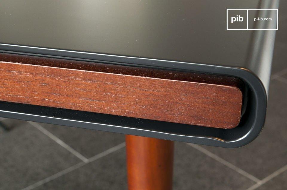La table design Nordby est un bel exemple de l\'utilisation du bois dans l\'art du mobilier