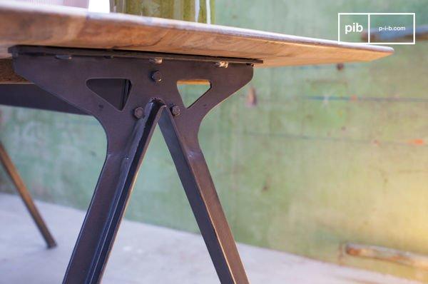 Table en bois et métal Jetson