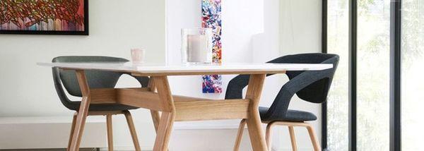 Une table en bois esprit scandinave