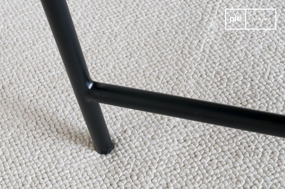 La sobriété parfaite d'une élégante table en marbre noir