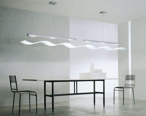 Table en métal design moderne