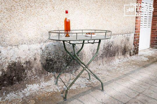 Table pliante verte en métal tressé