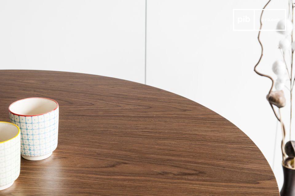 La table Daire affiche l\'élégance d\'une table scandinave dont le design inspiré des années 60
