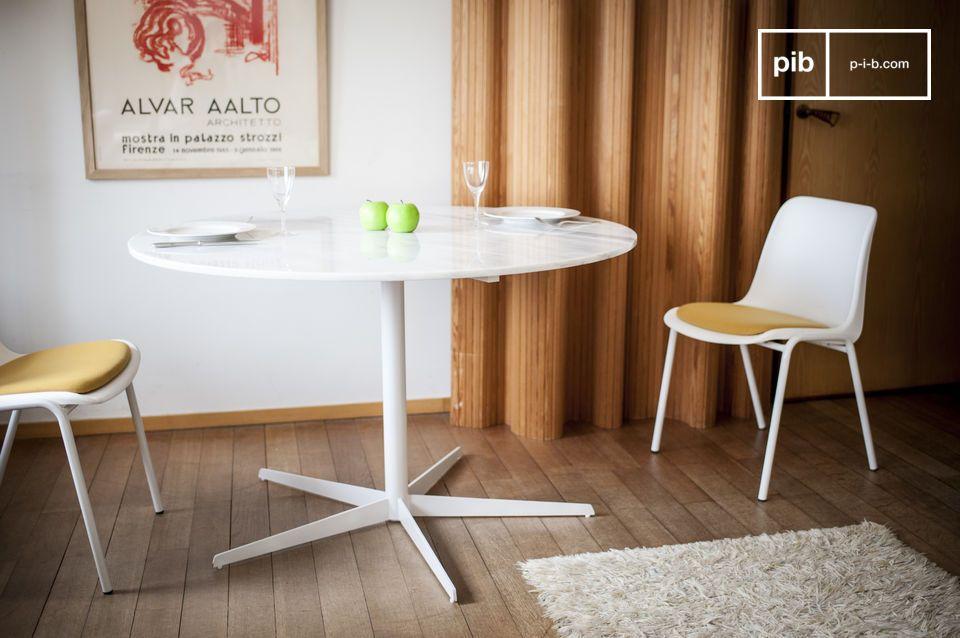 La blancheur du marbre révélée avec cette délicate table ronde