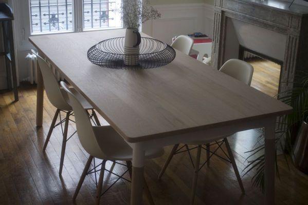 Table scandinave en bois par Lachlan
