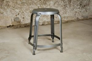 Tabouret empilable d'atelier à rivets