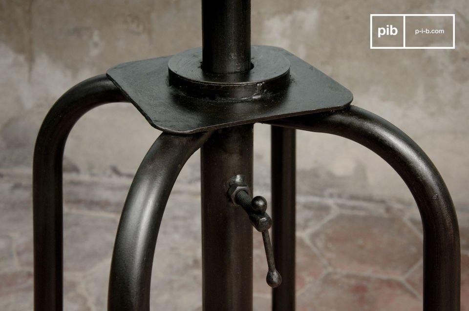 Un tabouret réglable en hauteur avec un look très industriel