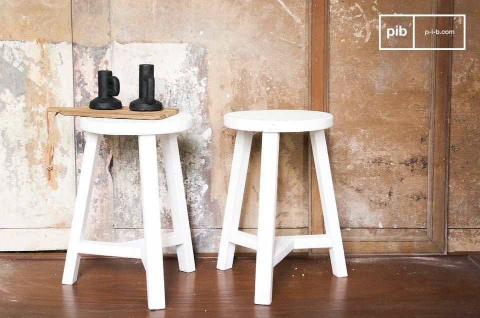 Entièrement conçu en bois couvert d\'une belle peinture blanche mate