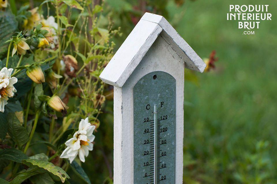 Ce grand thermomètre en bois associe bonne lisibilité de la température et le cachet du bois