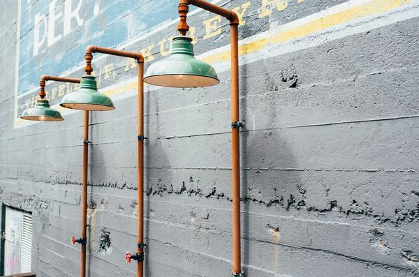 tuyaux recyclés en lampes industrielles