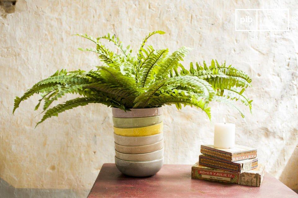 Le vase Amalia est un objet de décoration en trompe-l\'oeil amusant