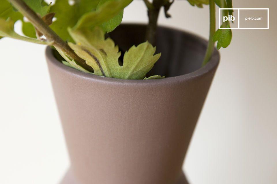 Le vase Corset peut être utilisé seul pour mettre en valeur un bouquet de fleurs