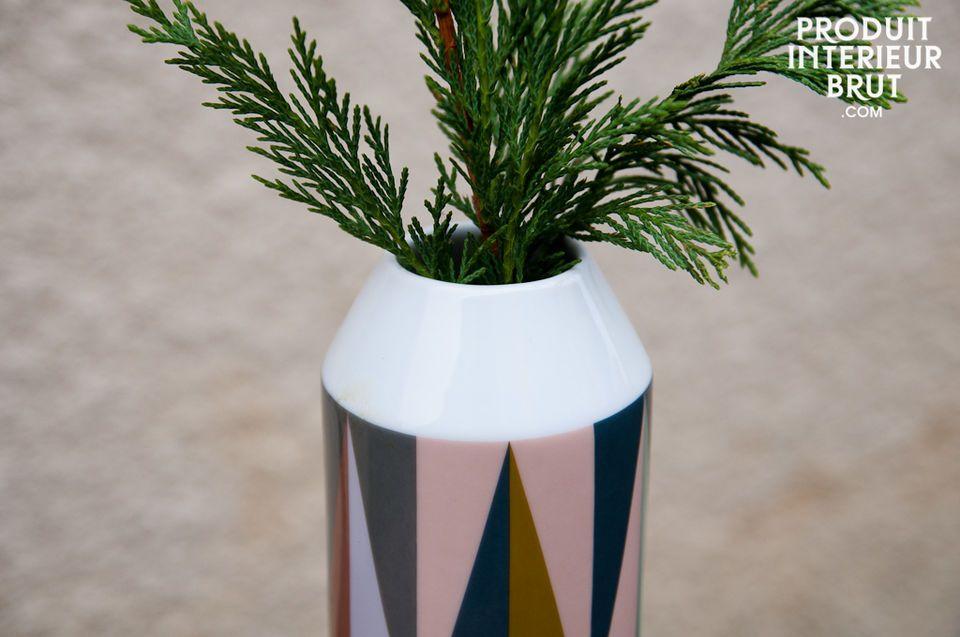 Réalisé tout en porcelaine, ce vase affiche les couleurs vives et rétros de la gamme Remix