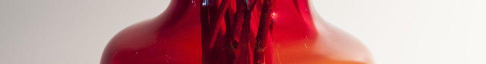 Mise en avant matière Vase en verre rouge Bobby