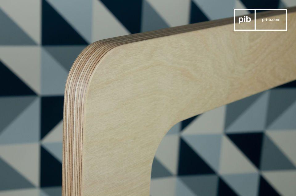 Comme son nom l\'indique, il porte les marques du savoir-faire et du design du mobilier scandinave