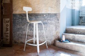 Chaise de bar à rivets blanche